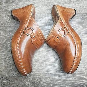 Frye tan leather Charlotte clogs size 7